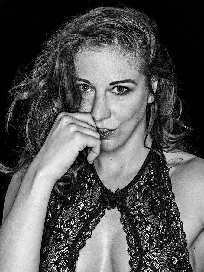 Eve Champagne – Burlesque-Rockstar Faces of St. Pauli - eine Portrait-Reihe in Schwarz-Weiss