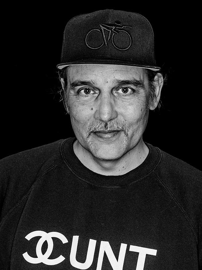 Frank Egel – Kiez-Fotograf, Dj und Aktivist Faces of St. Pauli - eine Portrait-Reihe in Schwarz-Weiss