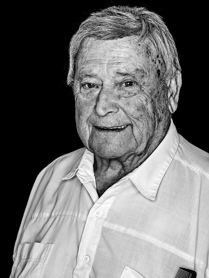 Pepi – Herrenfrisör vom Kiez Faces of St. Pauli - eine Portrait-Reihe in Schwarz-Weiss