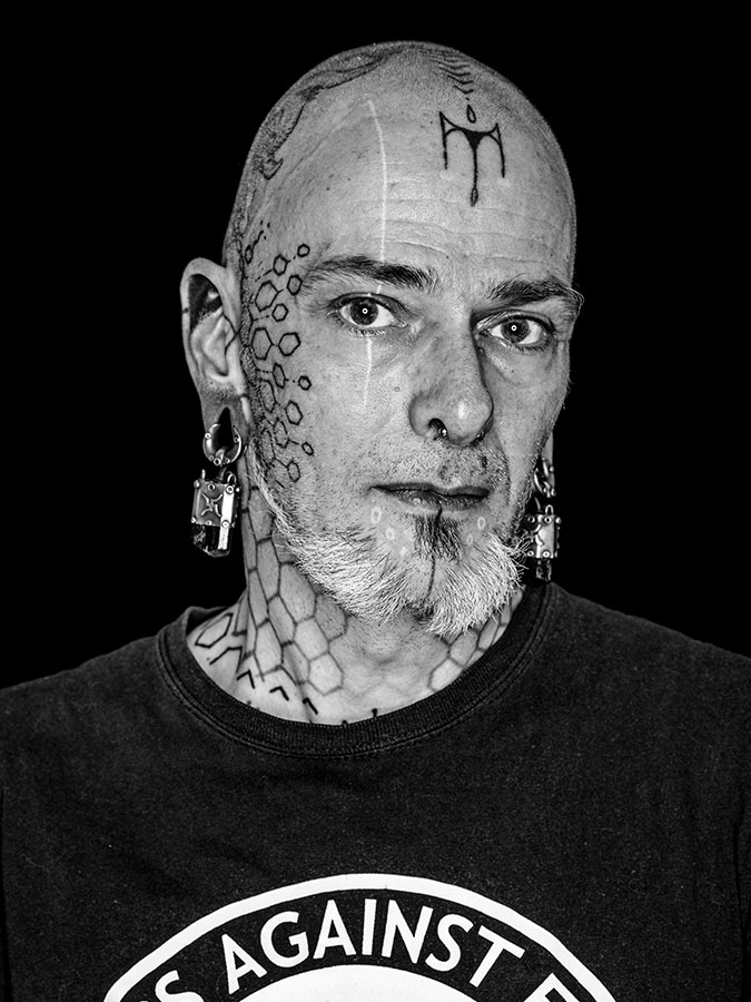 """Sascha """"Doc Friendly"""" G. – Mr. BodMod Faces of St. Pauli - eine Portrait-Reihe in Schwarz-Weiss"""